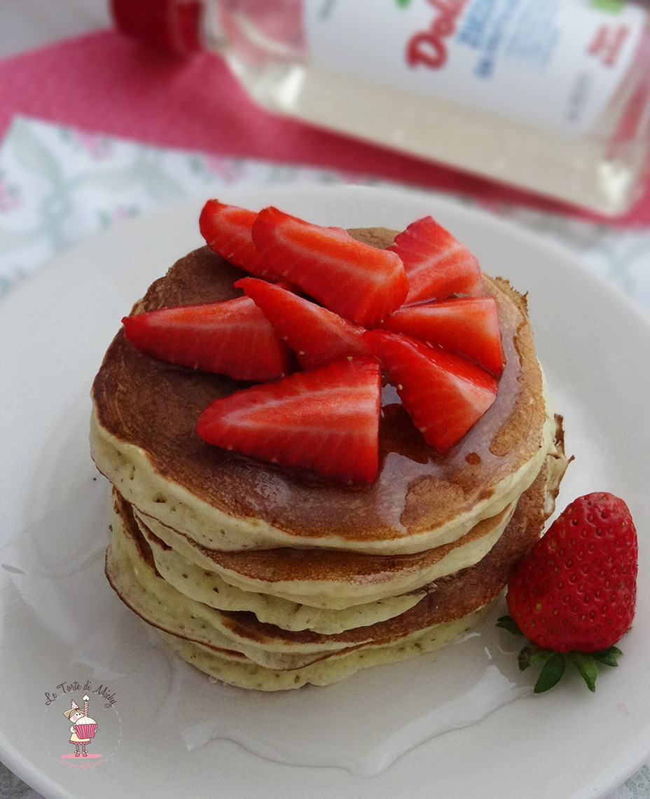 Pancakes con crusca d'avena, ricotta e fragole
