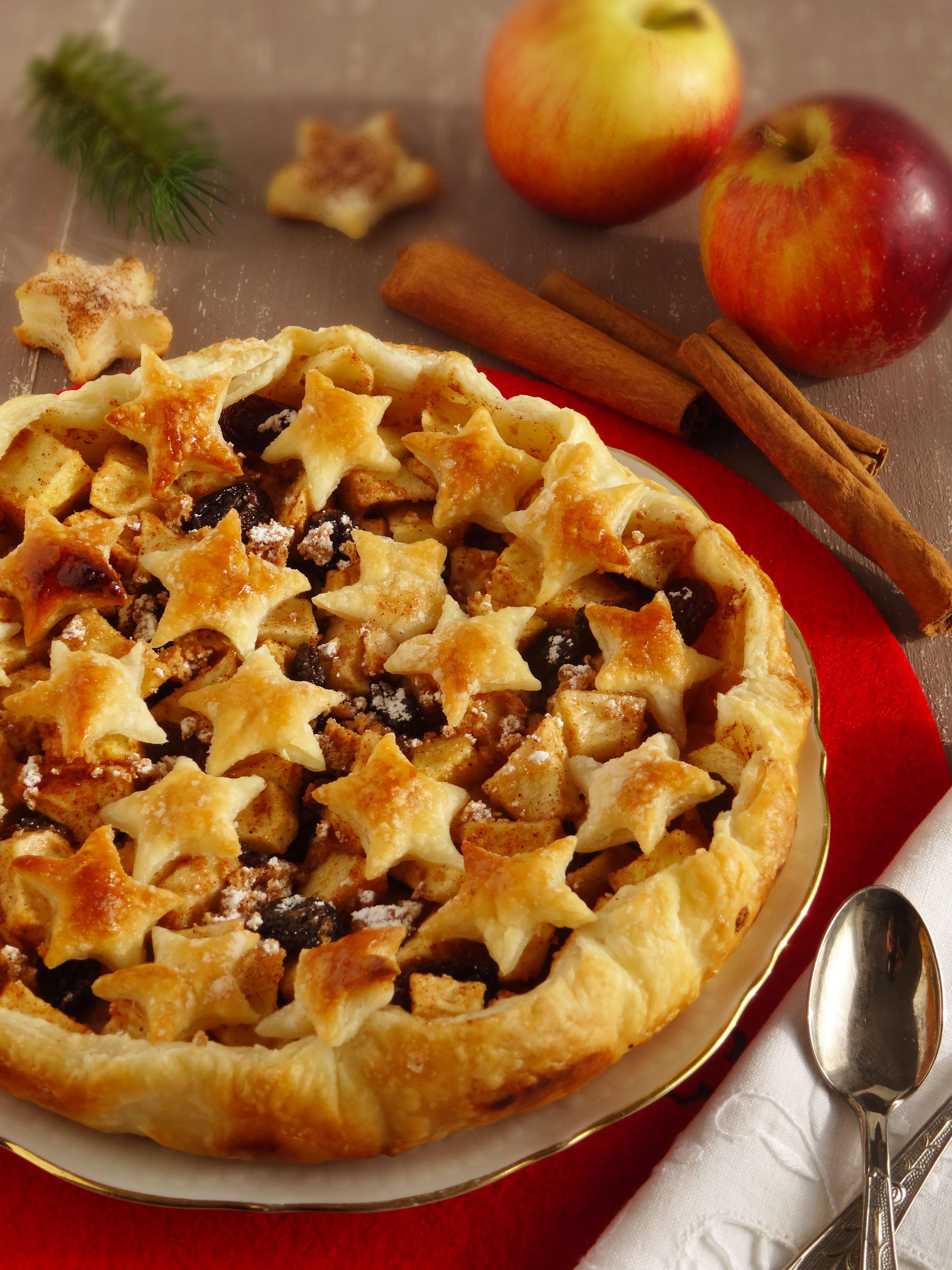 Torta A Forma Di Stella Di Natale.Crostata Natalizia Alle Mele Con Stelle Di Pasta Sfoglia