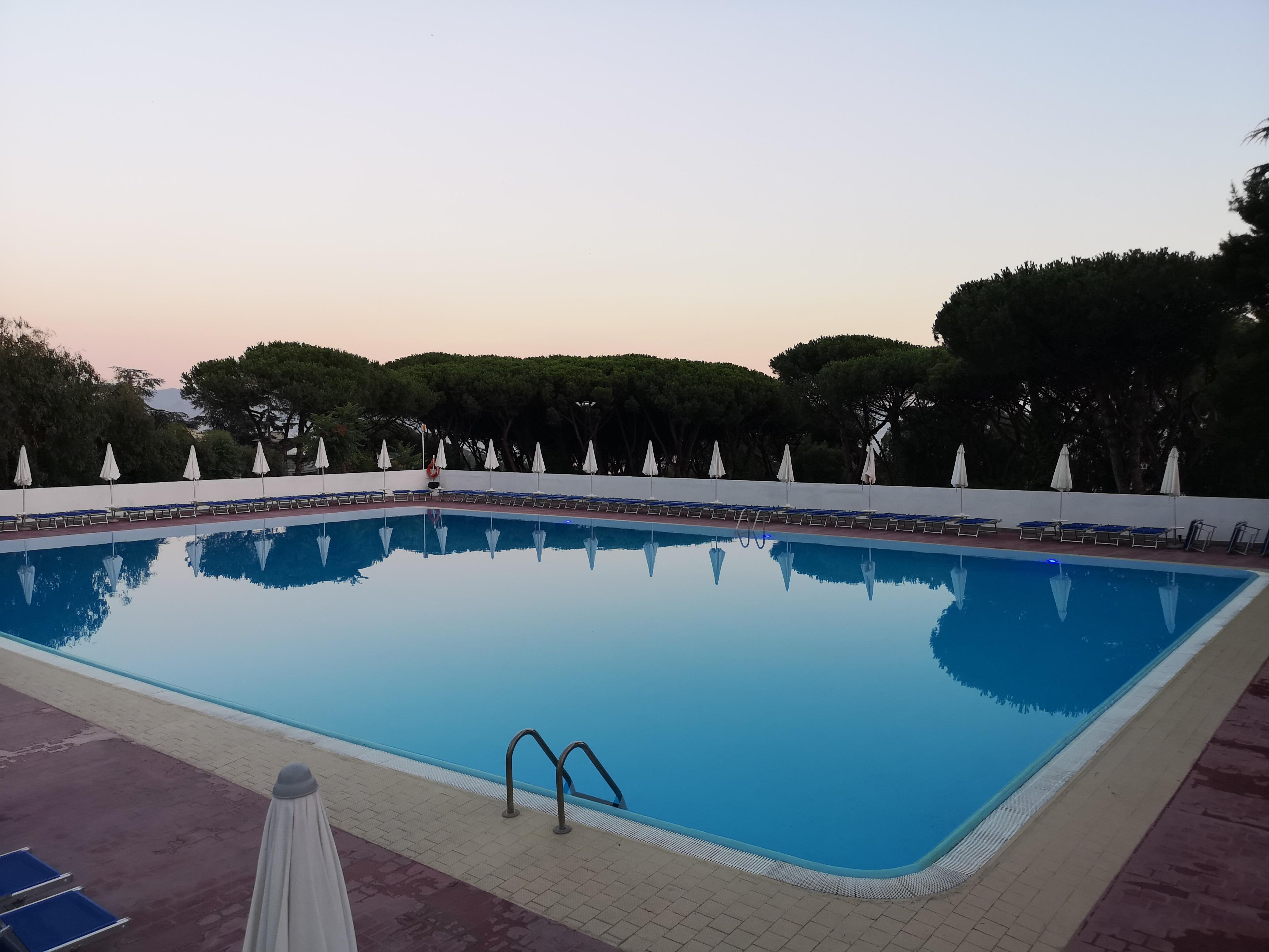 Piscina A Torre Del Greco sakura piscine club e pizzeria magma, il relax che incontra